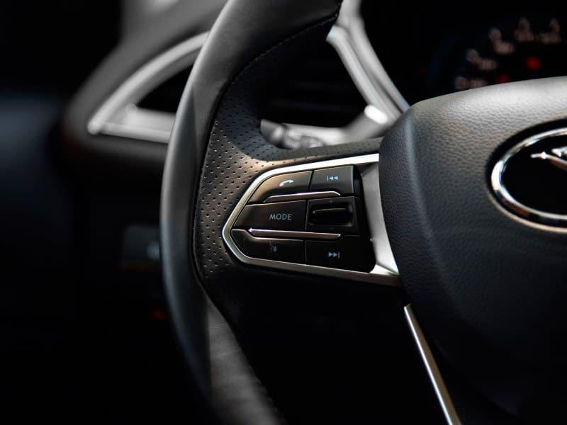 SUV Soueast DX7 mandos al volante
