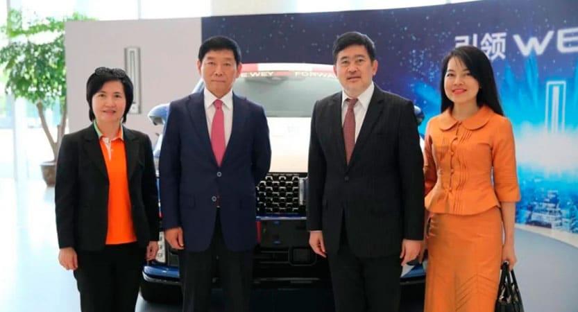 Embajador de Tailandia y su esposa marca Wey