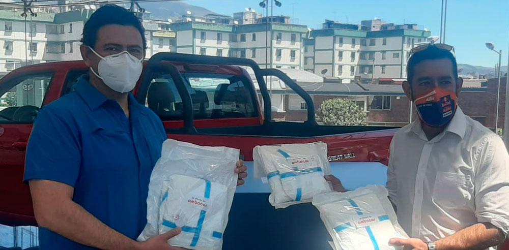 Donación de Ambacar de trajes de bioseguridad en Agencia Granados