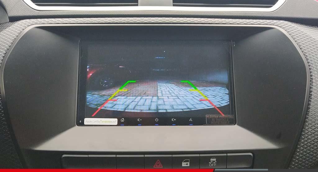 Beneficios de la pantalla y sensores de reversa