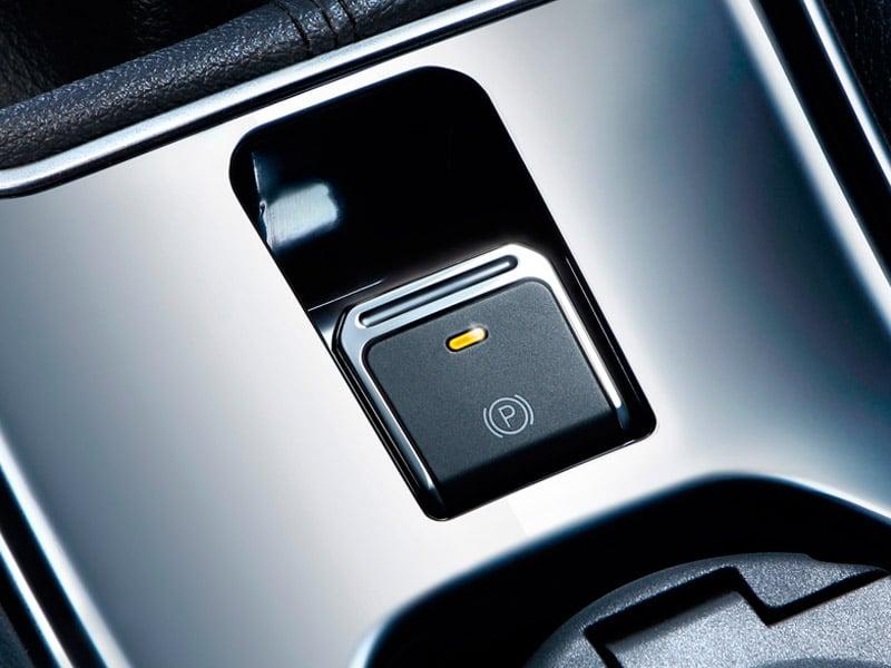 SUV Ambacar DFSK Glory 560 con botón de freno electrónico