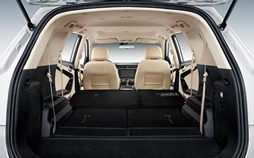 SUV Ambacar Glory 580 con amplio maletero para gran espacio de carga