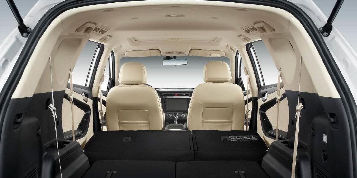 SUV DFSK Glory 580 gran espacio interior asientos abatibles